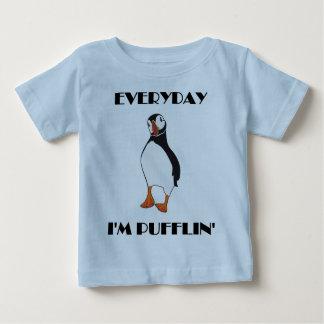 毎日私はPufflinのツノメドリの鳥です ベビーTシャツ
