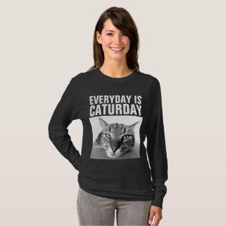 毎日CATURDAYおもしろいな猫のTシャツはです Tシャツ