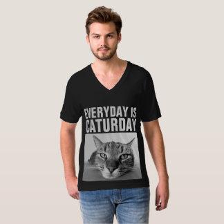 毎日CATURDAY黒のおもしろいな猫のTシャツはです Tシャツ