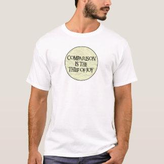 比較は喜びの盗人です Tシャツ