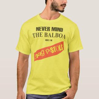 毛羽織りのピストルはここにあります Tシャツ