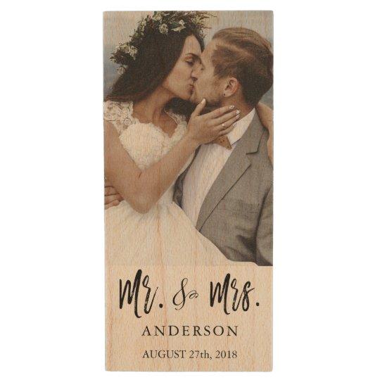 氏および夫人Black Typography Wedding Photos USB ウッドUSBフラッシュドライブ