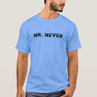氏。 決してTシャツ Tシャツ