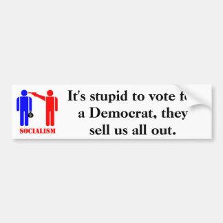 民主党員のために投票することは愚かです バンパーステッカー
