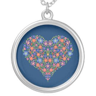 民芸のスタイルの花のハートの青い円形のネックレス シルバープレートネックレス