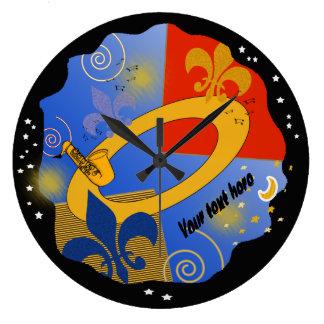 民芸のスタイルの(紋章の)フラ・ダ・リジャズ ラージ壁時計