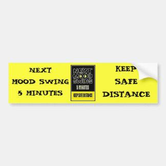 気分変動は次に5分安全距離を保ちます バンパーステッカー