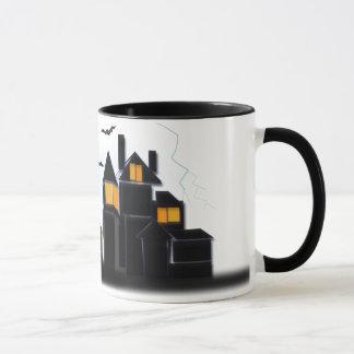 気味悪く恐い城 マグカップ