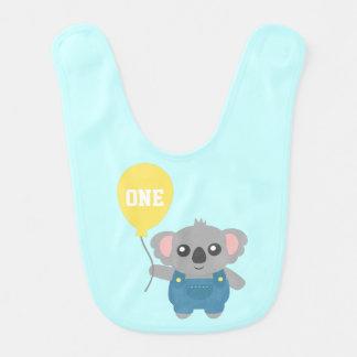 気球を持つかわいい幼児のコアラ ベビービブ