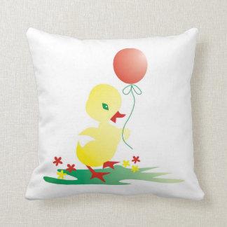 気球を持つ黄色いアヒル: かわいい子供 クッション