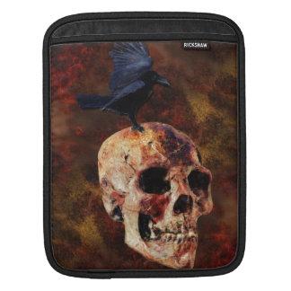 気色悪いゴシック様式スカルおよびカラス-ハロウィンの恐怖 iPadスリーブ