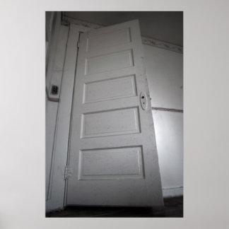 気色悪いドア ポスター