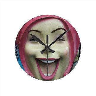 気違いの笑うマネキン ラウンド壁時計