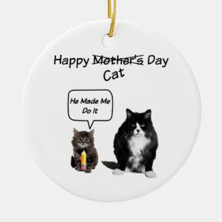 気難しい猫かかわいい子ネコの母の日の円形のオーナメント セラミックオーナメント