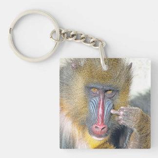 気難しい猿の       正方形(両面の) Keychain キーホルダー
