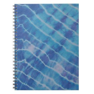 水さざ波の反射は絞り染めを並べます ノートブック