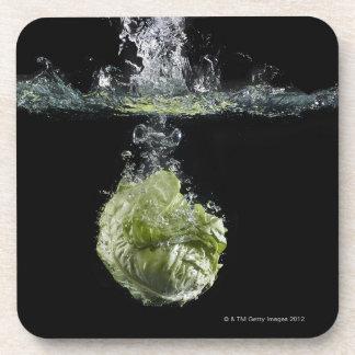 水ではねかけているレタス コースター
