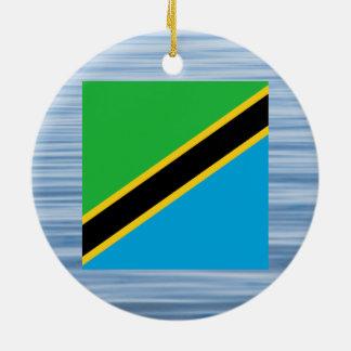 水に浮かぶタンザニアの旗 セラミックオーナメント