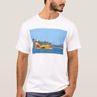 水に滑走する水上飛行機 Tシャツ