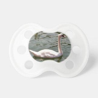 水に白鳥 おしゃぶり