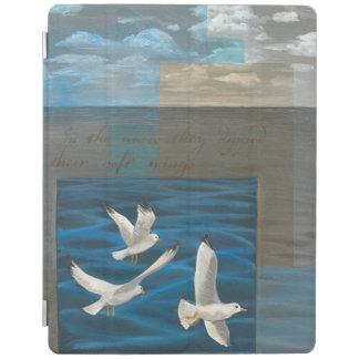 水に飛んでいる3羽の白いカモメ iPadスマートカバー