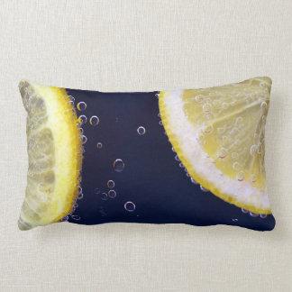 水のおいしいレモン切れ ランバークッション