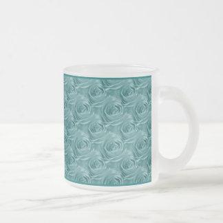 水のばら色の中心の花の写真パターン フロストグラスマグカップ