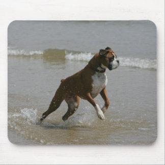 水のボクサー犬 マウスパッド