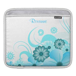 水の横の青い花のハイビスカスのiPadカバー iPad スリーブ