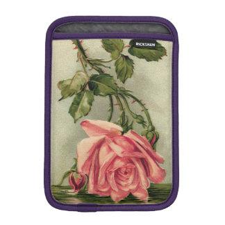 水の逆さまにヴィンテージのピンクのバラ iPad MINIスリーブ