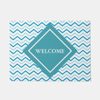 水の青及び灰色のシェブロンパターン歓迎 ドアマット