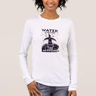 水は神聖なティーです 長袖Tシャツ