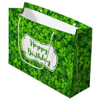 水を持つ緑豊かな緑のクローバーは誕生日を落とします ラージペーパーバッグ