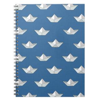 水パターンのOrigamiのボート ノートブック