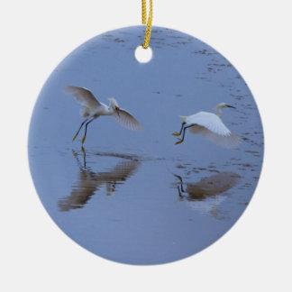 水上の飛行Snowy白鷺の鷲 セラミックオーナメント