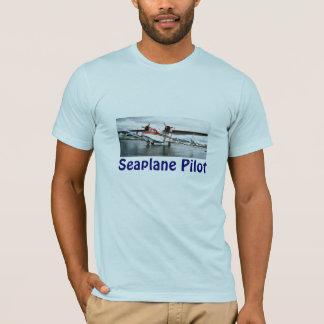 水上飛行機のパイロット Tシャツ