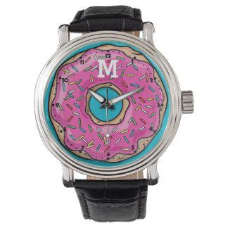 水分が多くおいしいピンクによって振りかけられるドーナツ 腕時計