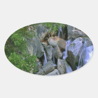 水岩が多い川の滝 楕円形シール