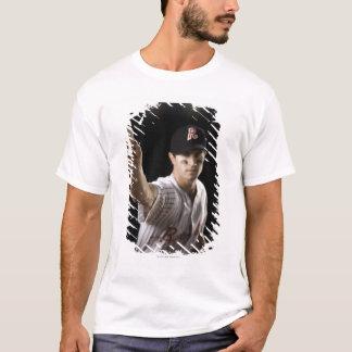 水差しの投げる野球のポートレート Tシャツ