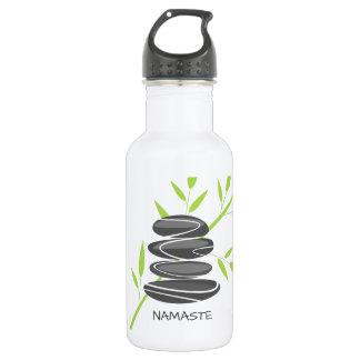 水差しの飲み物用品を積み重ねる禅の小石の石 ウォーターボトル