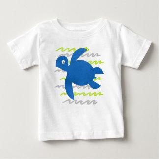 水彩画のウミガメの波 ベビーTシャツ