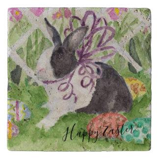 水彩画のオランダのウサギのイースターエッグ トリベット