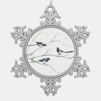 水彩画のカササギ家族の鳥の木の自然の芸術 スノーフレークピューターオーナメント