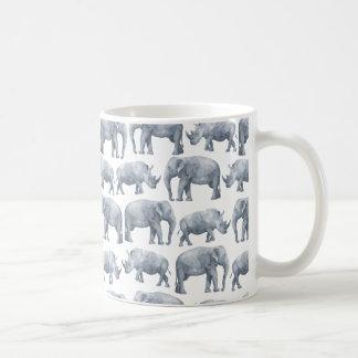 水彩画のサファリの象及びサイパターン コーヒーマグカップ