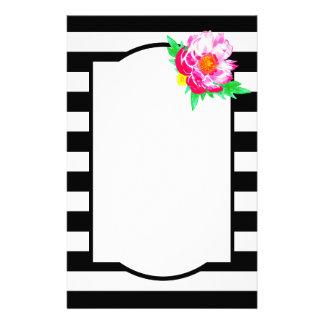 水彩画のピンクのシャクヤクの黒く及び白い文房具 便箋