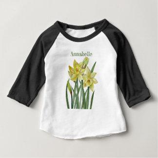 水彩画のラッパスイセンの花のポートレートのイラストレーション ベビーTシャツ