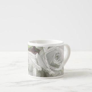 水彩画の白いバラ-エスプレッソのコップ エスプレッソカップ