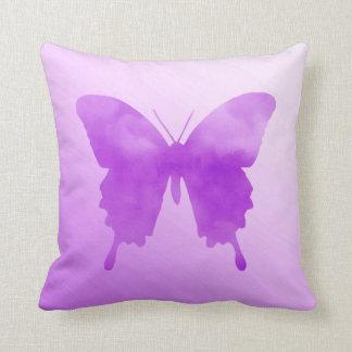 水彩画の蝶-ラベンダーおよびバイオレット クッション