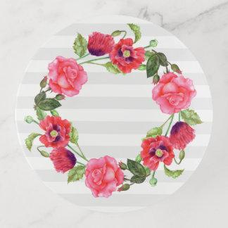 水彩画の赤く、ピンクの花のリースのデザイン トリンケットトレー