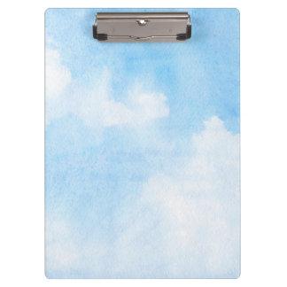水彩画の雲および空の背景 クリップボード